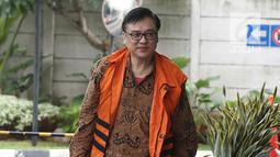 Mantan Direktur Operasional Lippo Group Billy Sindoro berjalan saat tiba di gedung KPK, Jakarta, Kamis (13/12). Billy Sindoro menjadi tersangka terkait dugaan suap perizinan proyek pembangunan Meikarta. (Liputan6.com/Herman Zakharia)