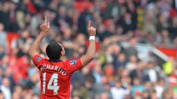 Javier Hernandez - Karena nama Javier Hernandez terlalu pasaran di Meksiko, akhirnya mantan Pemain Manchester United ini lebih memilih nama julukan di punggungnya. Chicarito berasal dari bahasa Spanyol yang berarti Kacang polong kecil. (Foto: AFP/Greenwood)
