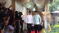Jokowi hadir memenuhi undangan buka puasa bersama di rumah dinas Ketua DPR Bambang Soestyo di Jalan Widya Chandra III, Nomor 9. (Merdeka.com)
