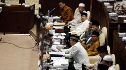 Sejumlah organisasi kemasyarkatan (ormas) hadir dalam Rapat Dengar Pendapat Umum dengan Komisi II DPR di Kompleks Parlemen, Senayan, Jakarta, Kamis (19/10). Rapat melanjutkan pembahasan soal Perppu Nomor 2/2017 tentang Ormas. (Liputan6.com/Johan Tallo)