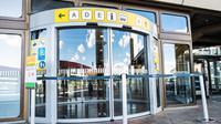Sebuah pintu masuk terminal ditutup di Bandara Tegel di Berlin, ibu kota Jerman (20/5/2020). Bandara Tegel, bandara terbesar di ibu kota Jerman tersebut, diberi izin untuk tutup mulai 15 Juni mendatang akibat rendahnya arus penumpang yang dipicu oleh pandemi COVID-19. (Xinhua/Binh Truong)