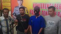 JH alias Irwan, pelaku penganiayaan terhadap bocah R yang ditemukan lemas di kandang ayam. (Liputan6.com/M Syukur)