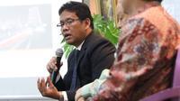 Staf Khusus Kementrian Kordinator Bidang Kemaritiman Indonesia Purbaya Yudi Sadewa memberi pemaparan saat diskusi tentang BUMN di Jakarta, Rabu (19/7). (Liputan6.com/Angga Yuniar)