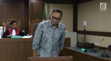 Terpidana korupsi proyek pembangunan P3SON Hambalang, Andi Zulkarnaen Mallarangeng usai menjalani sidang perdana pengajuan Peninjauan Kembali (PK) di Pengadilan Negeri Jakarta Pusat, Kamis (19/7). (Liputan6.com/Helmi Fithriansyah)