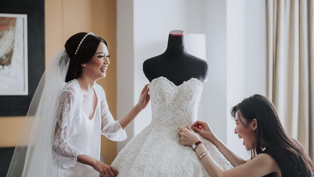 Wanita Jangan Lakukan 6 Hal Ini Saat Pakai Gaun Pengantin
