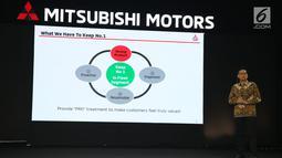 Director of Sales & Marketing Division PT MMKSI Irwan Kuncoro memberi paparan saat Mitsubishi Triton Tribute Night di Jakarta, Selasa (2/7/2019). New Triton akan menjadi salah satu bintang dari lini produk Mitsubishi Motors di ajang GIIAS 2019 di ICE BSD Tangerang. (Liputan6.com/HO/Yogi)