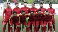 Para pemain Timnas Indonesia U-22 foto bersama sebelum melawan Thailand pada laga SEA Games 2019 di Stadion Rizal Memorial, Manila, Selasa (26/11). Indonesia menang 2-0 atas Thailand. (Bola.com/M Iqbal Ichsan)