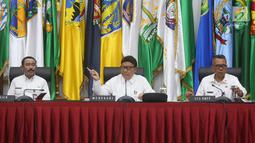 Mendagri Tjahjo Kumolo (tengah) saat laporan akhir tahun 2018 Kemendagri dan BNPP di Jakarta, Rabu (26/12). Kemendagri melalui Dinas Dukcapil akan menerapkan sistem jemput bola ke wilayah yang masih belum memiliki E-KTP. (Liputan6.com/Helmi Fithriansyah)