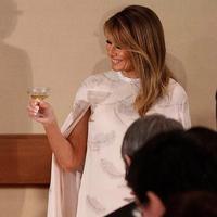 Kaftan Melania Trump saat berkunjung ke Jepang. (Foto: instagram.com/melaniatrumpworld)