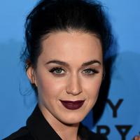 """Katy dan Orlando nampak saling nyaman ketika berada di Cannes. Mereka menghabiskan waktu bersama seperti makan malam, nampaknya Orlando sudah meyakini hati Katy Perry kembali,"" ungkap suatu sumber kepada Aceshowbiz. (AFP/Bintang.comO)"