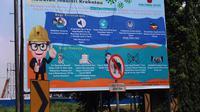 PT KIEC juga menyediakan banner dan poster mengenai COVID-19 di pintu masuk utama dan papan pengumuman.