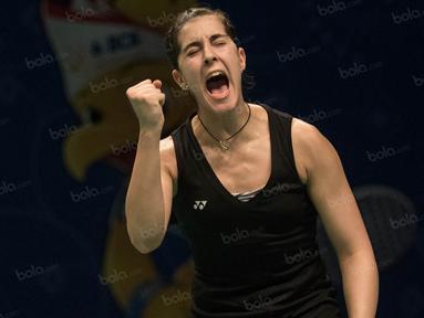 Pebulutangkis tunggal putri Spanyol, Carolina Marin, merayakan keberhasilannya lolos ke babak perempat final BCA Indonesia Open 2016 di Istora Senayan, Jumat (2/6/2016). (Bola.com/Vitalis Yogi Trisna)