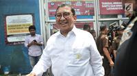Wakil Ketua DPR Fadli Zon tersenyum kepada awak media usai menjenguk Ahmad Dhani di Rutan Klas I Cipinang, Jakarta, Rabu (6/2). Fadli Zon dan Fahri mempertanyakan rencana pemindahan Ahmad Dhani ke Surabaya. (Merdeka.com/Iqbal S Nugroho)