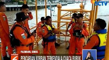 Petugas sudah melakukan pencarian sejak pukul 07.00 WIB di sekitar lokasi terbakarnya kapal.