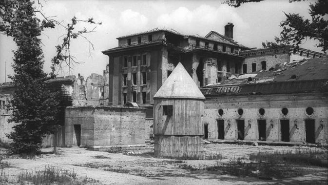 Bunker Adolf Hitler di Berlin (German Federal Archive via Wikimedia Commons)