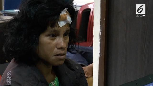 Seorang suami tega menganiaya istrinya yang diduga berselingkuh dengan tukang ojek.