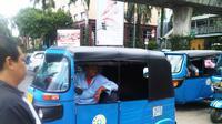 Beberapa bajaj mangkal di depan Terminal Bus Blok M, Jakarta Selatan. (Liputan6.com/Anri Syaiful)