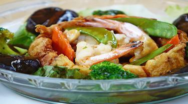Ilustrasi nasi goreng kembang kol udang