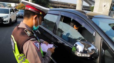 Perluasan Ganjil Genap Dimulai, Polisi Tilang Pelanggar