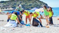 aktivis muda albanian berhasil mengumpulkan 3 ton sampah