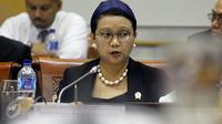 Menteri Luar Negeri (Menlu) Retno Lestari Marsudi melakukan Rapat Kerja (Raker) dengan Komisi I DPR RI, di Kompleks Parlemen Senayan, Jakarta, (9/2). Raker tersebut membahas Anggaran Kemenlu RI dalam ABPN 2016. (Liputan6.com/JohanTallo)