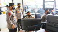Wakapolri Komjen Gatot Eddy Pramono mengecek pelayanan kepada masyarakat di Polda Riau. (Liputan6.com/Iistimewa)