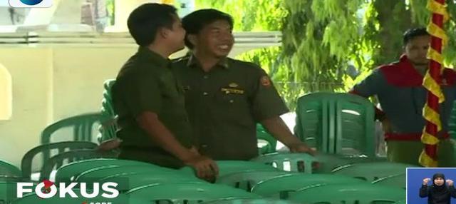 Warga Prabumulih, Sumatra Selatan, beri dukungan Rara dengan nonton bareng Konser Kemenangan Liga Dangdut Indonesia di kantor Dinas Pendidikan dan Kebudayaan Kota Prabumulih.
