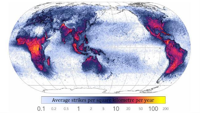 Peta kepadatan sambaran petir seluruh dunia. (Sumber Wikimedia Commons)