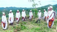 Sejumlah tetua adat Kecamatan Balla Mamasa saat melakukan ritual Ma'rompo Bamba