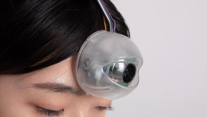 Pria ini membuat robot mata ketiga untuk bantu orang yang kecanduan smartphone. (Doc: Digital Trends/ Paeng Min-wook)