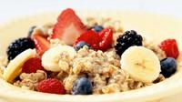 Menu Sahur Sehat Banana Nut Oatmeal | Copyright: thinkstockphotos.com
