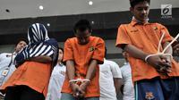 Tersangka praktik prostitusi saat rilis di Mapolda Metro Jaya, Jakarta, Rabu (8/8). Polda Metro Jaya berhasil mengungkap jaringan praktik prostitusi di Apartemen Kalibata City. (Merdeka.com/Iqbal Nugroho)