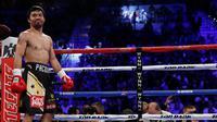 Manny Pacquiao berada diatas ring saat menunggu pertandingan dimulai dalam perebutan sabuk WBO kelas Welter melawan Jessie Vargas di Thomas & Mack Arena, Las Vegas, AS (5/11). (Reuters/Steve Marcus)