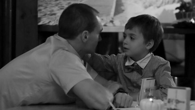 Ilustrasi keramahan ayah kepada putranya. (Sumber PxHere)