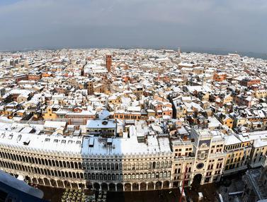 Kota Venesia Berselimut Salju