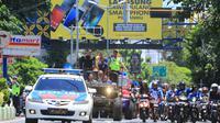 ratusan Aremania mengawal tin Arema FC menuju Pendopo Kabupaten Malang, (foto: Arema FC).
