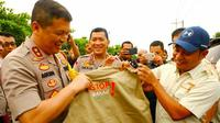 Kapolda Riau Irjen Agung Setya dalam kampanye stop bakar lahan yang bisa menimbulkan kabut asap. (Liputan6.com/M Syukur)