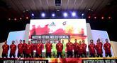 Pemain Timnas Spanyol berpose saat presentasi jersey baru untuk Piala Eropa 2020 di Las Rozas de Madrid, Spanyol, Selasa (12/11/2019). Timnas Spanyol memperkenalkan jersey baru untuk menyambut Piala Eropa 2020. (OSCAR DEL POZO/AFP)