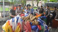 Polisi dan TNI di Wonosobo menyita balon udara yang berpotensi menganggu penerbangan . (Liputan6.com/Polres Wonosobo/Muhamad Ridlo)