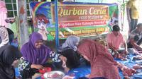 Dua pekurban dari muslim Singapura yang pernah berkunjung langsung ke RUMAN Aceh dan membagikan paket sembako kepada 65 keluarga fakir menje