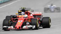 Salah aksi pebalap Ferrari, Sebastian Vettel pada balapan Formula One Malaysia Grand Prix, Sepang, (01/10/2017). Vettel akhirnya finis pada posisi keempat.  (AFP/Mohd Rasfan)