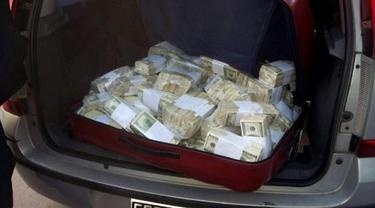 Eks Menteri Terpergok Sembunyikan Uang Tunai Rp 93 M di Biara