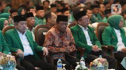 Menko Polhukam Mahfud Md didampingi Plt Ketua Umum PPP Suharso Monoarfa menghadiri Musyawarah Kerja Nasional (Mukernas) ke V PPP di Jakarta, Sabtu (14/12/2019). Salah satu agenda yang akan dibahas dalam acara ini adalah pelaksanaan Muktamar PPP. (Liputan6.com/Angga Yuniar)