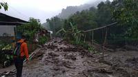 Banjir bandang menerjang kawasan Gunung Mas, Desa Tugu Selatan, Kecamatan Cisarua, Puncak, Bogor. (Liputan6.com/Achmad Sudarno)