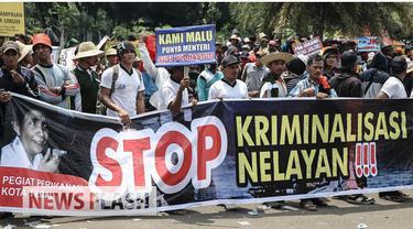 Ribuan nelayan berdemo di depan Istana Negara, Jakarta. Mereka yang tergabung dalam Gerakan Masyarakat Perikanan Indonesia (Germaspi) meminta kebijakan yang ditetapkan oleh Menteri Kelautan dan Perikanan Susi Pudjiastuti untuk dievaluasi kembali.