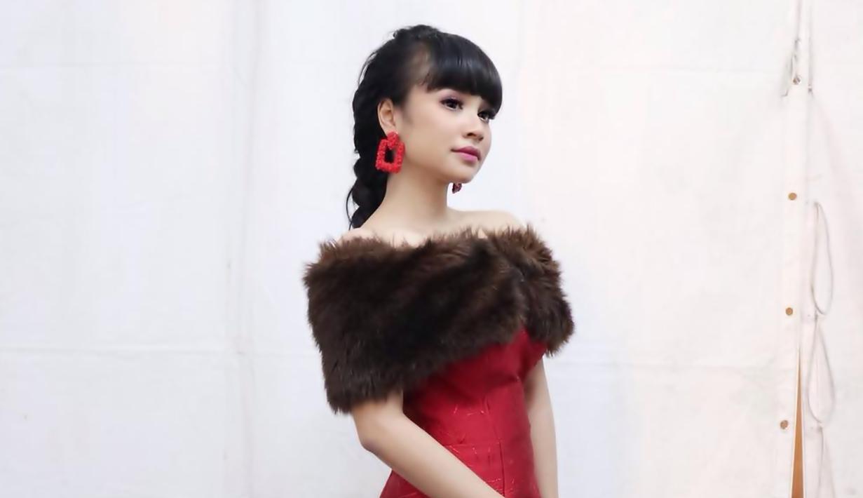 Jadi penyanyi dangdut muda, Tasya Rosmala sudah melanglang buana di panggung musik dangdut. Ia pun kerap tampil dalam berbagai acara televisi yang turut meroketkan namanya di dunia hiburan. (Liputan6.com/IG/@tasya_ratu_gopo)