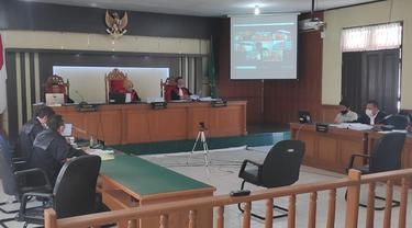Sidang Bupati Bengkalis Amril Mukminin secara virtual di Pegadilan Tipikor Pekanbaru.