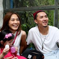 Ditemui Bintang.com di kawasan Kemang, Jakarta Selatan, Minggu (13/3/2016), Omesh mengatakan kalau putrinya suka pelihara binatang seperti ayam, bebek, kura-kura dan ikan. (Andy Masela/Bintang.com)