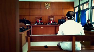 Sidang pembacaan pledoi terdakwa kasus ITE Saiful Mahdi Selasa (31/03/2020), (Liputan6.com/Rino Abonita)