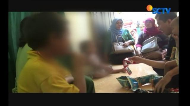 Kasus kekerasan ibu terhadap anak juga terjadi di Malang, Jawa Timur. Sang ibu mengisolasi anaknya selama 1 tahun di dalam rumah.